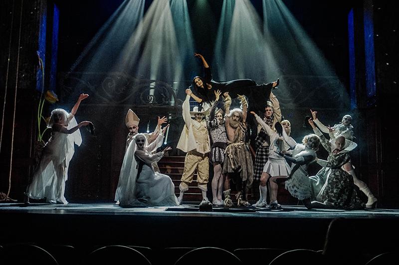Anna Lasota i zespół Teatru Syrena