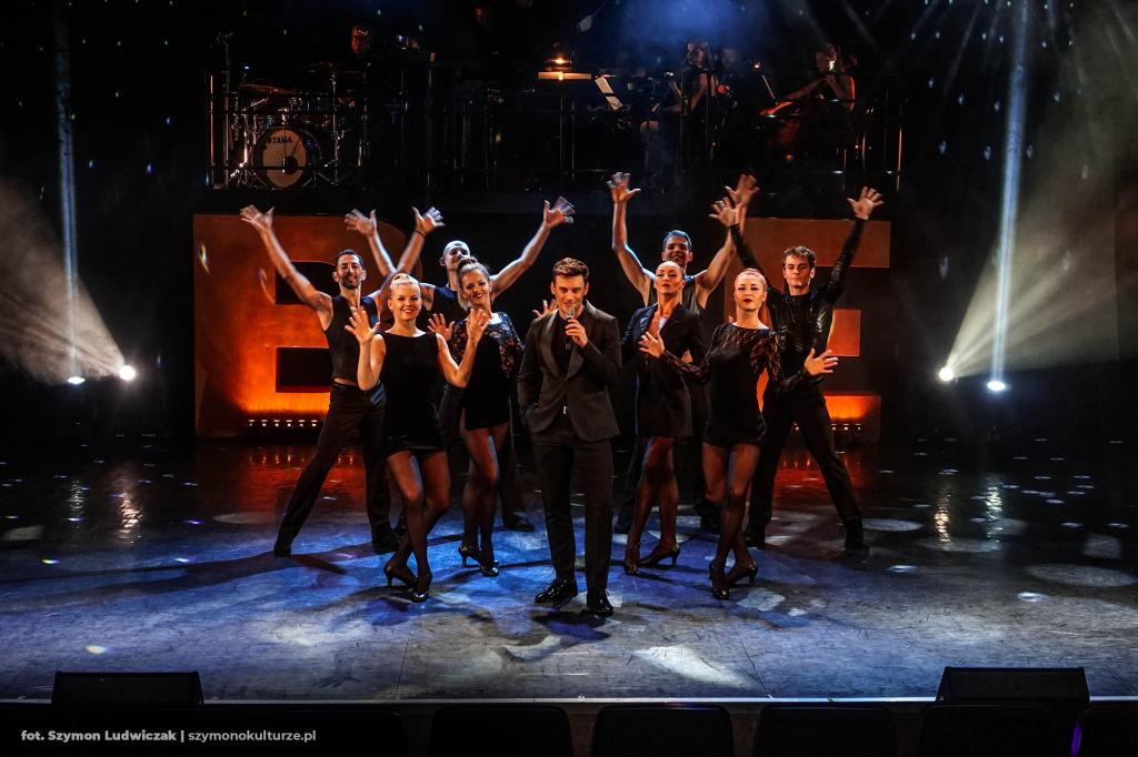 Maciej Pawlak oraz Tancerze | Broadway Exclusive